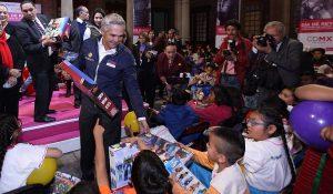 Entrega GCDMX juguetes a niños y niñas indígenas