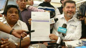 Restituye INE a Candelario Pérez como precandidato del PRD