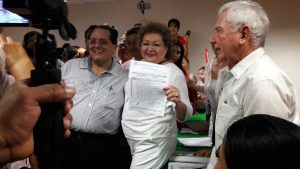 Candita Gil y Manuel Andrade se inscriben para buscar candidatura al Senado