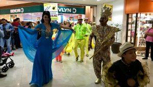 Realiza comité coloridos papaquis Carnaval de Veracruz en Plaza Mocambo y Price Shoes