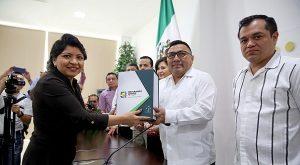 Ejecutivo entrega quinto Informe de Gobierno al Congreso de Yucatán