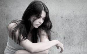 Aislamiento y dejar de comer, síntomas de depresión en adolescentes: Psicóloga