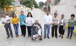 """Entrega Casilda Ruiz calle en Parrilla; """"seguirá Centro realizando obras que la gente necesita"""""""
