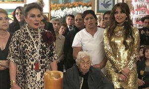 Thalía y Laura Zapata juntas en los 100 años de su abuelita Eva
