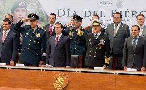 Acompaño Alejandro Moreno al presidente Enrique Peña a la ceremonia del Día del Ejército