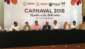 Entrega comité más de 7 mil programas del Carnaval 2018 a taxistas y restauranteros