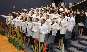 Egresan de la UJAT especialistas en ciencias de la salud