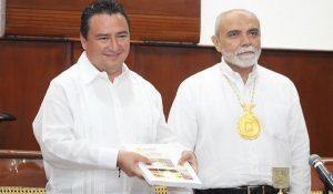Encabeza Secretario de Educación, Ricardo medina, Informe del rector del Instituto Campechano