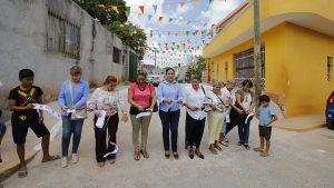 Sigue Centro pavimentando; entrega alcaldesa dos calles y más banquetas en sector Compuerta