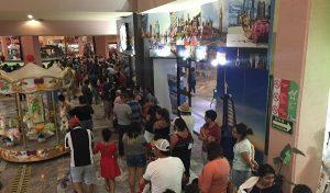 El Acuario de Veracruz, largas filas para entrar este Viernes Santo