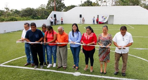 Inaugura alcaldesa Casilda Ruiz cancha de fútbol rápido con pasto ... 371ae12f497d1