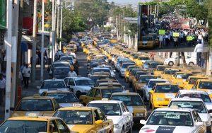 Caos vial de taxistas por marchas y cierres en la capital de Tabasco