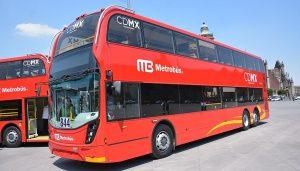 Cautiva Metrobús de doble piso a visitantes en el Zócalo