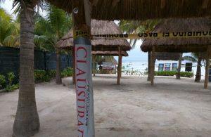 Clausura PROFEPA palapas del restaurante Lol-Ha Akumal, en Tulum, Quintana Roo