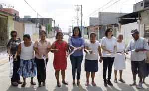 Entrega Casilda Ruiz pavimentación hidráulica de dos calles en el sector Carlos A. Madrazo