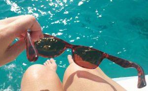 Actividades al aire libre sin gafas de sol y nadar sin goggles, favorece conjuntivitis: IMSS