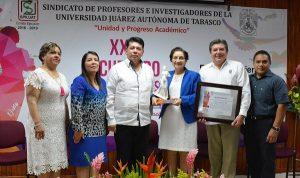 Otorga SPIUJAT reconocimiento de Mujer Universitaria 2018 a María Asunción Ramírez Frías