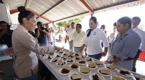 Inaugura Casilda Ruiz local para la venta de bagre armado en el mercado de Tierra Colorada