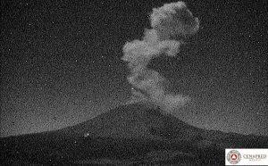 Lanza el Popocatépetl exhalación de 2.5 kilómetros de altura