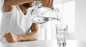 Porque es importante beber ocho vasos con agua al día