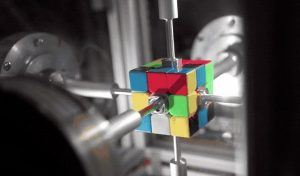 Robot resuelve cubo de rubik en menos de un segundo