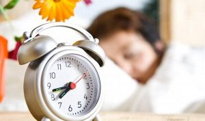 Conoce las repercusiones en la salud por el cambio de horario de verano