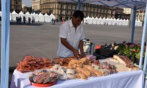 Inicia segunda edición de Mercado de Productores en Zócalo capitalino