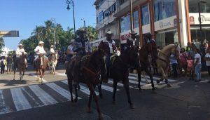 Realizan cabalgata en el centro de Veracruz