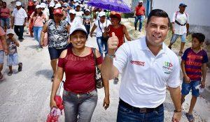 Incansable Christian Castro Bello en busca del voto en Campeche