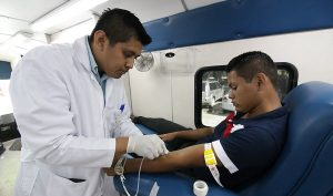 Donan sangre estudiantes de la UPCH