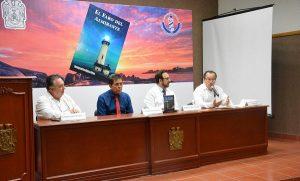 """Presentan en la UJAT, """"El faro del almirante"""" de Enrique Mandujano"""
