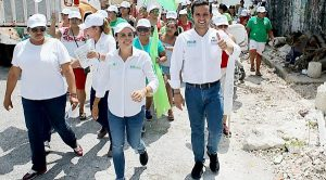 Pablo Bustamante fortalecerá becas escolares para los jóvenes cancunenses