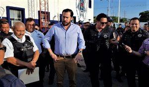 Reconoce Remberto Estrada labor de policías municipales y adelanta pagos