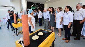 Entrega Núñez cinco mil estufas ecológicas a familias de 14 municipios en Tabasco