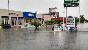 Fuertes lluvias sobre Mérida inunda calles y avenidas