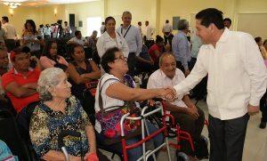 Entrega Salud apoyos a grupos vulnerables de Tabasco