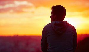 Personas que disfrutan la soledad, probablemente sean más inteligentes, revela estudio