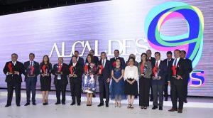 Recibe Alejandro Moreno Cárdenas premio por las mejores prácticas de gobierno en Campeche