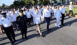 Encabeza Remberto Estrada emotivo y concurrido desfile conmemorativo del 208 de la Independencia