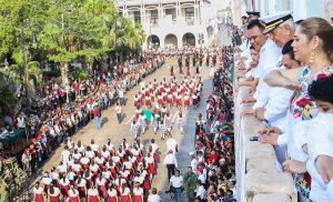 Vistoso desfile por el 208 aniversario del inicio de la Independencia desde Yucatán