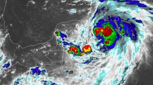 La Tormenta Tropical Michael se sigue fortaleciendo en la península de Yucatán