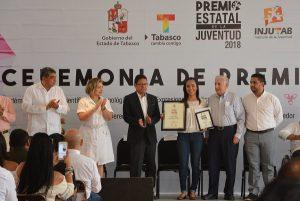 Alumna de la UJAT recibe Premio Estatal de la Juventud 2018