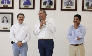 Yo sí me voy a comprometer con Evaristo: Adán Augusto López Hernández