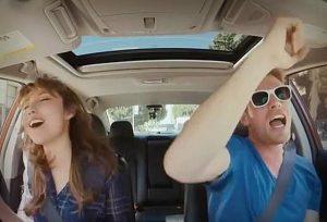 Cantar en el carro ayuda a la salud