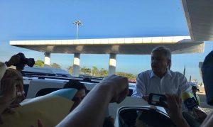 El presidente AMLO visito a Veracruz, en vuelo comercial y sin el Estado Mayor Presidencial