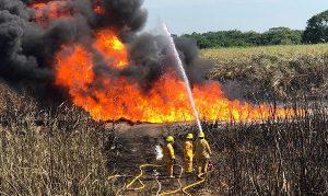 Continúan trabajos para controlar incendio en ducto de Cárdenas