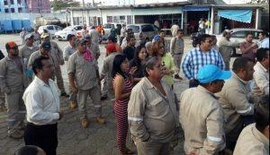 Trabajadores sindicalizados realizan paro de labores en la CAEV de Coatzacoalcos