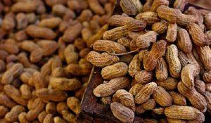 Consumo diario de cacahuates reduce riesgo de infarto
