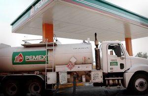 Para resolver desabasto, Pemex aumentara número de autotanques