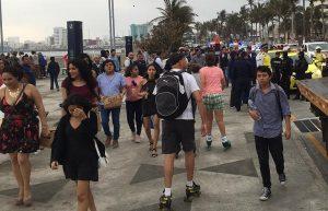 Veracruzanos y turistas dan la bienvenida a nuevo año en la playa